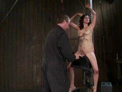 Princess Donna Dolore obtiene atormentado en una bodega y disfruta