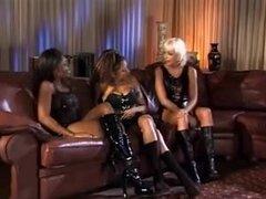Trío con lesbianas Lusty látex lesbiana chica sobre lesbianas chica