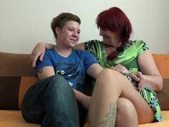 Granny lesbianas OldNanny y teen con el consolador enorme, viejo curvas maduras granny y teen masturbacion lesbianas juguete enorme