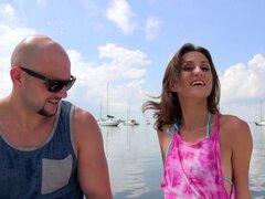 Sexo polla grande en un barco con una chica flaca en bikini - Jmac, Renee Roulette