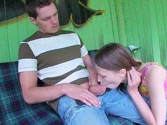 Nuestro primer sexo al aire libre en la estación de autobuses
