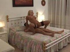Cine porno italiano madre .di figlio., joven puta italiana follar a blokes mayores en esta película porno. Las putas Obtén sus pendejos adolescentes se cerró de golpe y la cara cubierta de esperma.