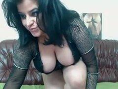 Mujer madura mostrando su busto grande, Andreea es una mujer madura para barras y ella puestos todo el tiempo en sitios porno videos de sexo diferente con su twat jugoso. En esta película para adultos hecha en casa muestra en la webcam mellizos enorme.