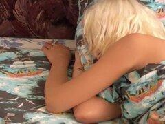 Durmiendo el sueño de chicas margo,
