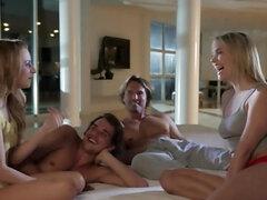 Sexo grupal con rubias y hombres fuertes disfrutar del sexo