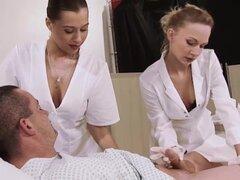 Joven cachondas enfermeras sexy
