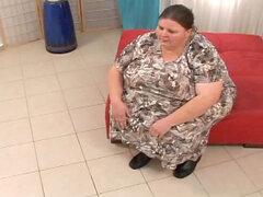 Gorda abuela Antonia C chupa polla de Marcel Manigat
