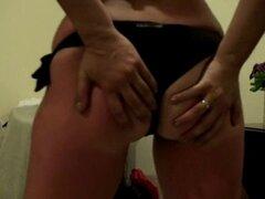 Esposa griega penetrada muy duro por el culo por un amigo. Griega esposa follada duro por el culo por un amigo