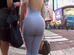 Enorme culo visto en el supermercado, por alguna razón, este enorme culo en shorts de jeans parecía muy atractivo, especialmente cuando ella se inclinó hacia adelante en la cesta de compras. Sería agradable ver cómo esa jalea jiggles cuando ella está desn