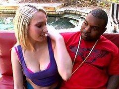 Sexo interracial con la hermosa Sara Teen rubia