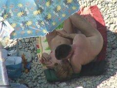 Madura guarra mamando polla en una playa, filmé un video voyeur caliente de una madura puta dando una mamada a un chico en una playa. Esta puta amateur fue totalmente desnuda mientras se aspira el schlong.