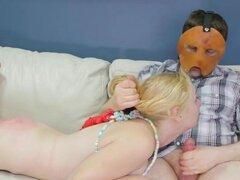 Teenie inusual se toma en butthole assylum para terapia del dolor
