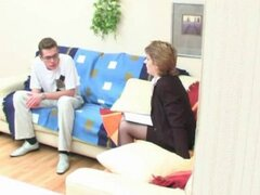 Profesor ruso seduce a joven estudiante. Profesor ruso seduce a joven estudiante