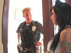Chica mala Mason Moore es follada por un policia