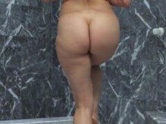 Squirting babe booty en baño follada. Squirting babe booty en baño follada antes pussyrubbing y squirting