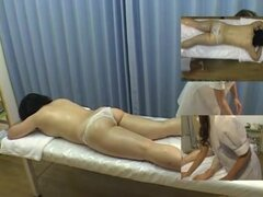 Pío asiático video con sexy chica tocando a su amiga, dos chicas asiáticas son engrasar el cuerpo de uno con el otro y acariciar sus cuerpos. Todo esto se ve en el video de masaje voyeur ocultas sexo cam.