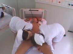 Aki Mizuhara y Misaki Asou grande boobed enfermeras asiáticas son cachondas. ¡Aki Mizuhara y Misaki Asou son enfermeras asiáticas salvaje en una mierda de grupo! Estas enfermeras calientes muestran sus traseros en upskirt fotos mientras están besando su p