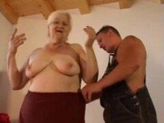 Abuela gorda, fea, rubia toma polla joven