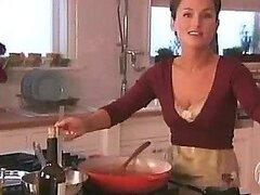 Giada De Laurentiis hermosa mirada Super Sexy mientras se cocina