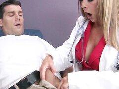Tetona big tit doctor Shayla Laveaux ayuda a su paitent recuperar