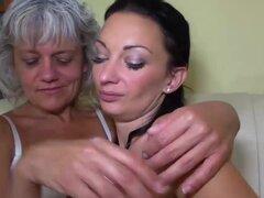 La abuela ama a joven, vieja abuela