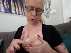 Abuela con grandes tetas consigue su coño follada vigorosamente. Abuela ama el sexo abuela con grandes tetas consigue su coño follada duro