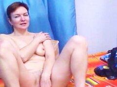 Milf tetona webcam masturbándose