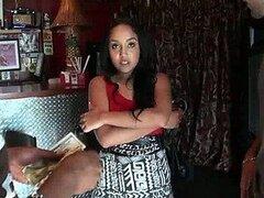 Cachonda latina adolescente es follada para luego tomarse toda la leche caliente en una mesa de pool