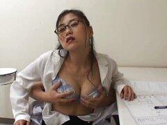 La enfermera es una caliente madura