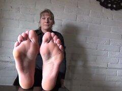 Pies y dedos de los pies cosquillosos