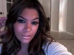Latina milf de tetas grandes en vivo en webcam