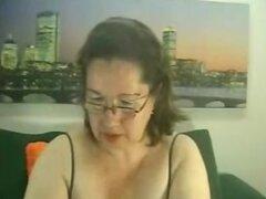 Mujer madura tiene diversión en webcam skype