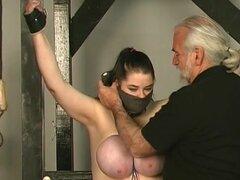 FetishNetwork Video: masoquista de Kung Fu, Andrea es una chica. Ella puede tomar mucho también. Sus pechos naturales enormes se colgó y batidas hasta que llora lágrimas grandes. Ella es buena en mendicidad y lloriquear. Si te gustan a las chicas grandes