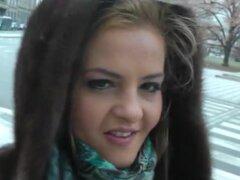 Chica rubia estimulante weenie con su mano. Candy era una novia de un rico empresario ruso, y ella fue elegir un coche cuando le conocimos. Definitivamente no era el tipo tímido, así que ella era perfecta para mi próxima aventura de sexo en Praga. Resultó