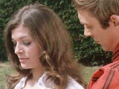 Ann Michelle, Vicki Michelle, varias actrices de la bruja Virgen (1972). Dos bellas hermanas jóvenes visitan una finca inglesa remota para una asignación de modelado, sólo para encontrarse en las garras de una secta de adoradores de diablo que quieren a l