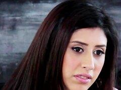 Preciosa chica árabe hace un casting