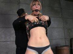 Sesión BDSM con una sucia puta rubia Mona Wales - Mona Wales