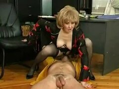 Secretaria madura seduce joven jefe. Secretaria madura seduce joven jefe.