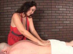 Cachondas masajistas tiene más planes incluso después de su orgasmo. Cuando desea algo que tiene que tener cuidado