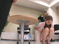 Oral duro hottie Asami Ogawa y el acoso sexual, el muy sexy Asami Ogawa es una dama de oficina japonesa atrapada con varios hombres dentro de un tren. Varias manos en perversión agarra sus tetas calientes y hunde los dedos en Asami dulce twat. Shes presio