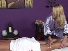 Sexo con la masajista pecho grandes es mucho mejor - Codi Carmichael