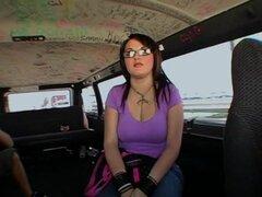Sexo y Jennacide. Qué pasa chicos me Preston aquí es con otro episodio de Bang Bus. Esta vez estuvimos en South Beach y nos encontramos con esta caliente chica gótica llamada a Jenna. Ella es muy caliente y lindo y muy extrovertida. No tenía miedo de nada