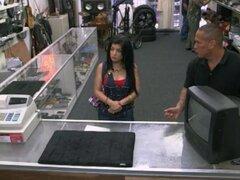 Chica cubana vende su TV y clavado duro en la casa de empeño, chica cubana follada en la trastienda después de la pawnkeeper accidentalmente shes ke la TV venta en la casa de empeño