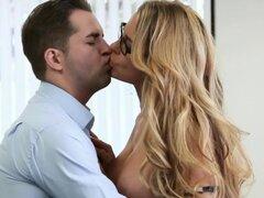 Chicas - oficina obsesión - Kris Slater y Corrina Blake - encontrar una emoción. Chicas - oficina obsesión - Kris Slater y Corrina Blake - encontrar una emoción