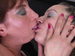 Lesbiana abuela madura disfrutando de su coño conseguir lamió - Elenore, Belinda G.