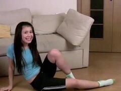 PremiumGFs Video: Slutty Teen dedo su orificio. Si te gusta petite teens pequeña Lilemma es tu chica! Ella es divertida de tamaño y siempre buscando por favor