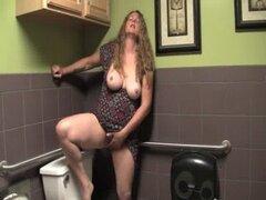 Tetona madura Jane masturbarse su Twat peluda