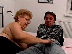 Una abuela gorda tiene sexo