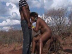 Consigue adolescentes africanas cachondas doble asociado al aire libre. Adolescentes africanos está más que listo para cuidar de un dúo de palpitante dongs al aire libre que ella disfruta recibiendo su boca y coño llenos en un trío