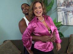 Sabrosa Rebecca Bardoux tiene sexo Interracial en un realidad Video